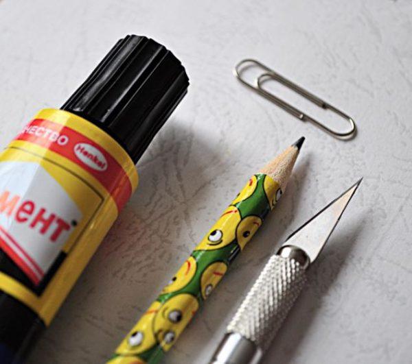 Скрепка, клей, карандаш, канцелярский нож