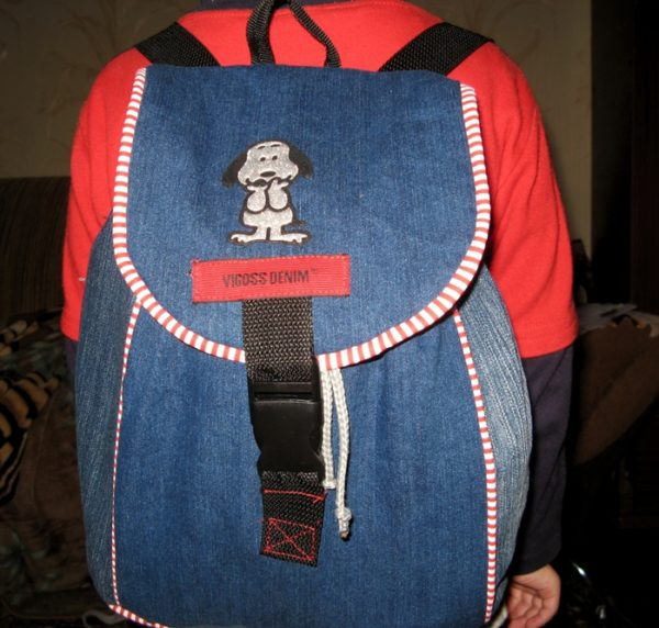 sportivnyj-rjukzak-600x572 Яркий рюкзак из старых джинсов