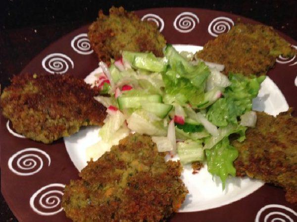 чечевичные котлеты с салатом