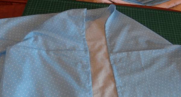 Заключительный этап пошива простыни на резинке