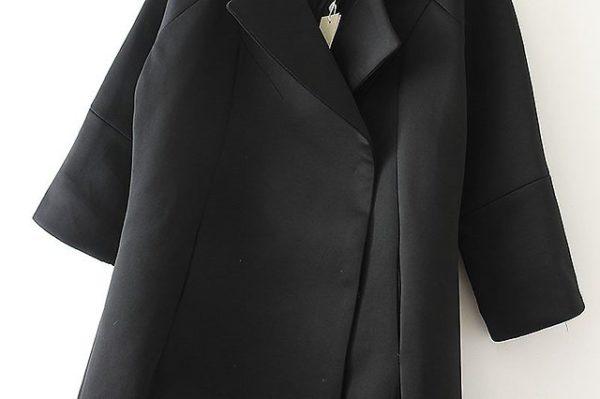 Чёрное пальто из неопрена