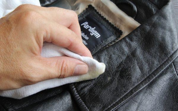 Как убрать запах из кожаных изделий