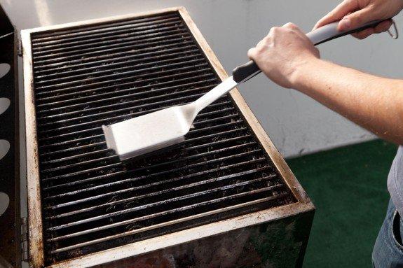 Чистка решётки для барбекю