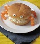 Гамбургер со сливочным сыром и креветками