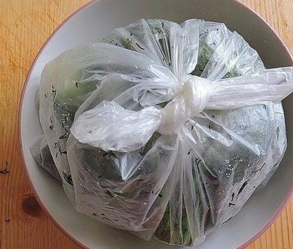 Китайские огурцы в пакете