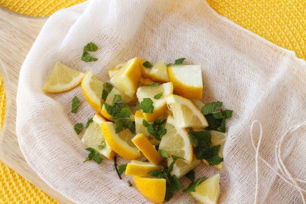 Лимон и мята на марле
