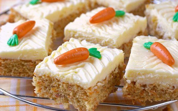 Морковный кекс со сливочным кремом