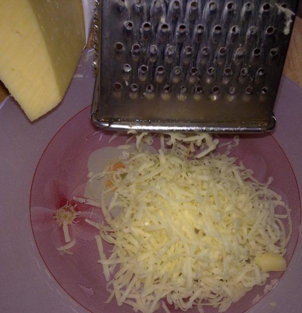 Натёртый сыр и тёрка