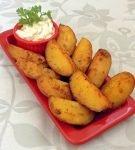 Печёная картошка с соусом