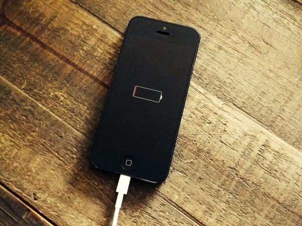Процесс зарядки iPhone