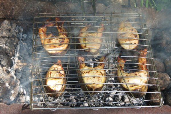 Рыбные стейки на мангале