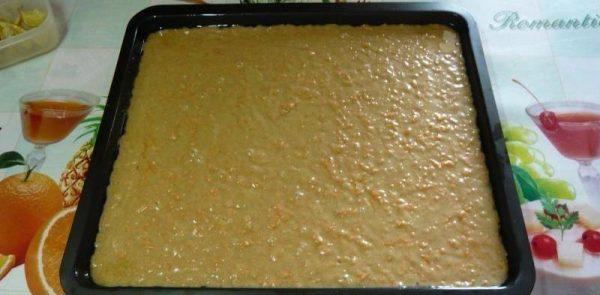 Тесто для морковного кекса в противне