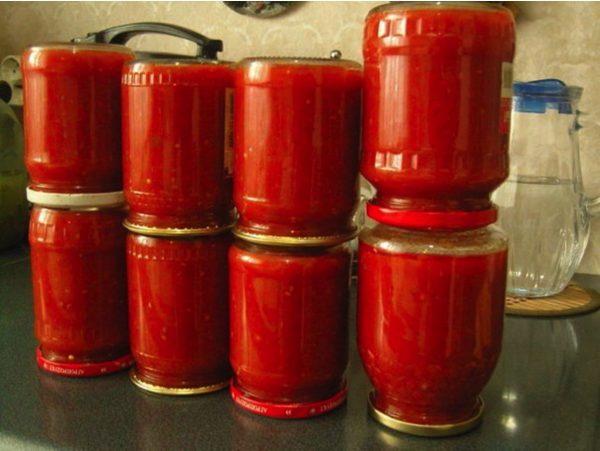 Банки с готовым кетчупом
