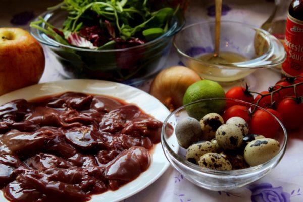 Ингредиенты для тёплого салата с куриной печенью