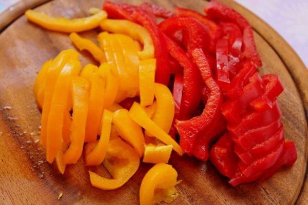 Красный и жёлтый болгарский перец