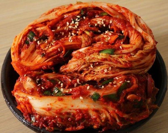 Пекинская капуста по-корейски, скрученная в рулет