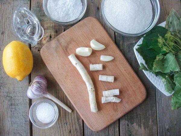 Подготовка добавок для маринования огурцов