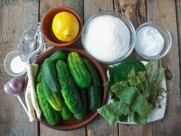Подготовка продуктов для маринования огурцов на зиму