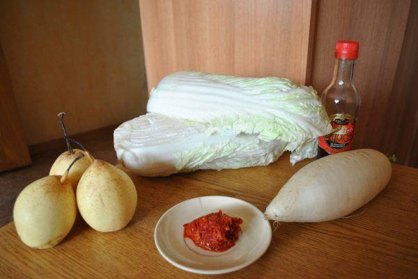 Продукты для кимчи с грушами и редькой