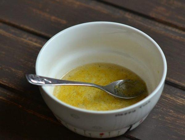 Смесь лимонного сока и оливкового масла