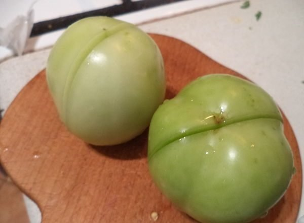 Надрезы на помидорах