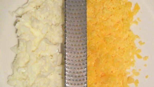 Натёртые белки и желтки