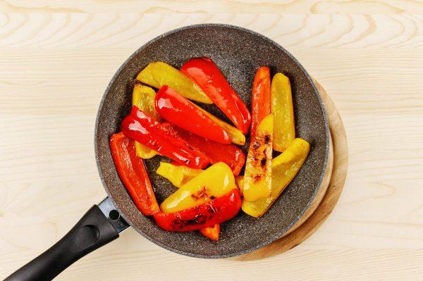 Обжаренные на сковородке перцы