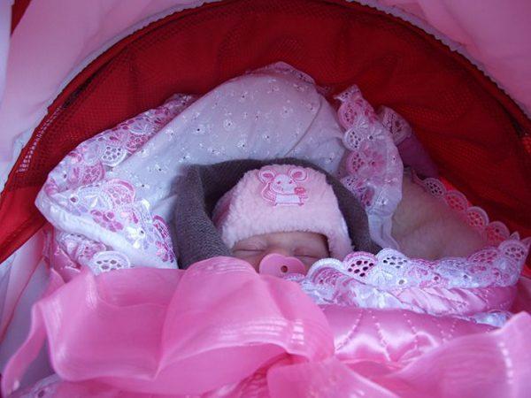 младенец, завёрнутый в одеяло
