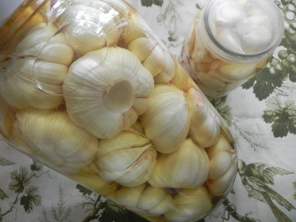 Простой Рецепт чеснока маринованного с перцем чили пошагово с фото