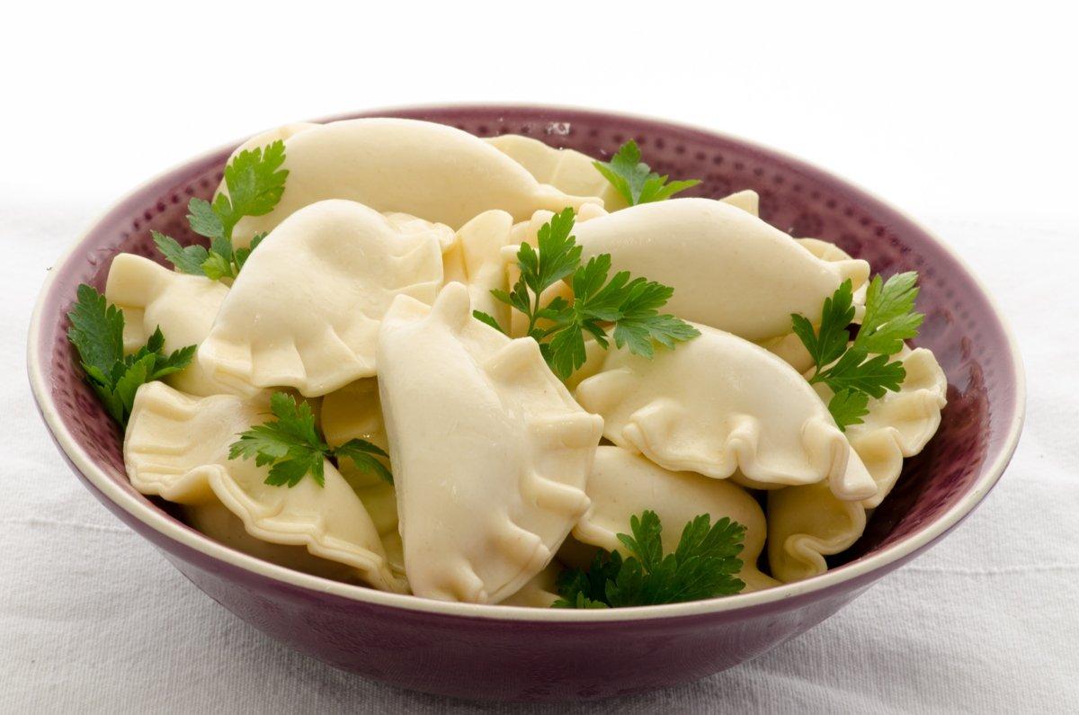 Вкусные и пикантные вареники с сыром