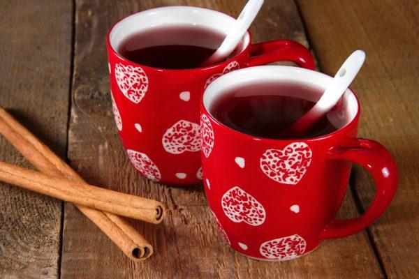 чашки с глинтвейном