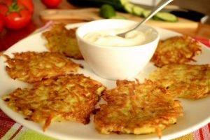 Румяные картофельные драники - аппетитное, очень вкусное и сытное блюдо
