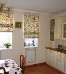 Римская штора в кухне