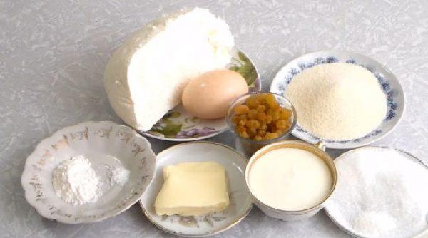 Творог, манка,яйцо, масло, сахар, изюм