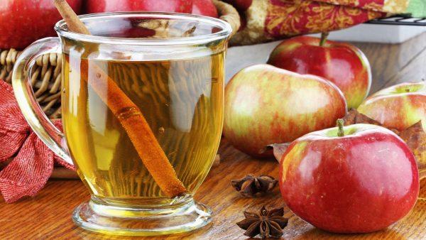 зелёный чай с яблоком и корицей