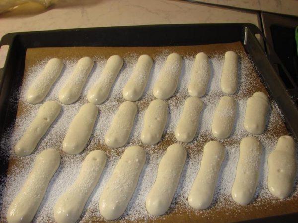 Печенья савоярди на противне