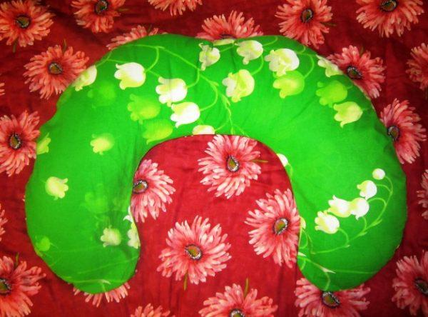 подушка-рогалик в наволочке