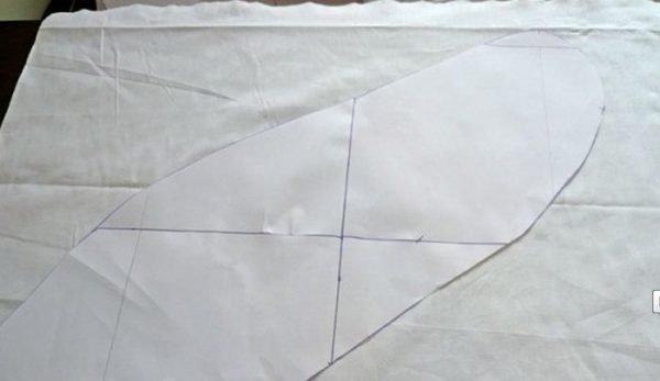 бумажная выкройка на ткани