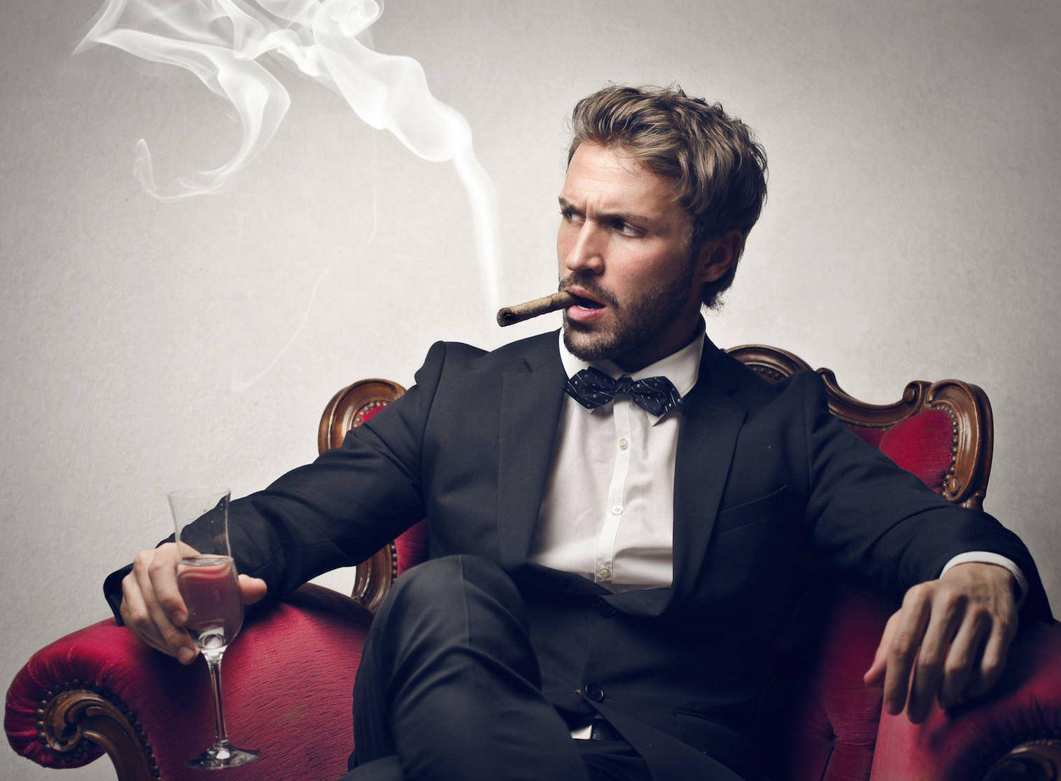 Запах табака в квартире (сигарет, табачный): как избавиться, убрать?