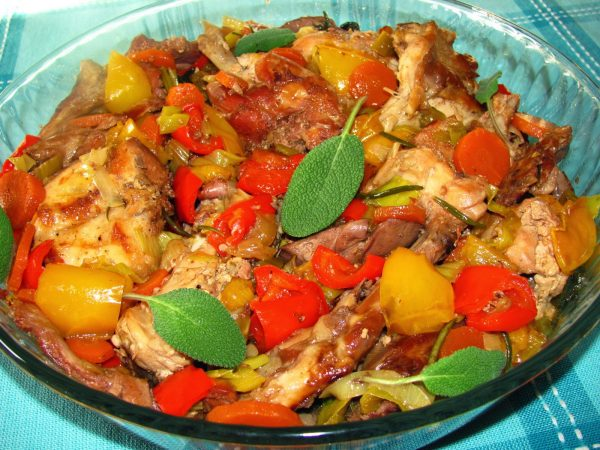 мясо кролика с овощами