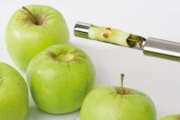Удаление сердцевины из яблок
