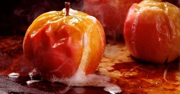 Яблоки, запечённые целиком