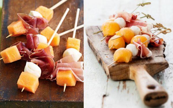 Два вида канапе с фруктами и ветчиной