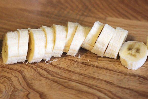 Нарезанный кружками банан