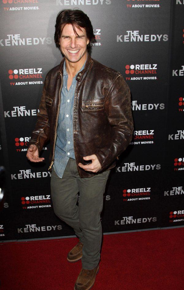 Том Круз в кожаной куртке