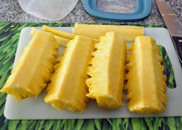 четвертинки ананаса