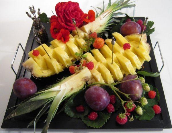 сервировка ананаса лодочками