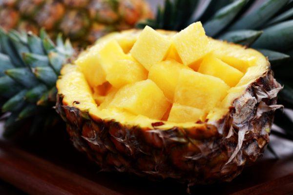 кубики ананаса в шкурке