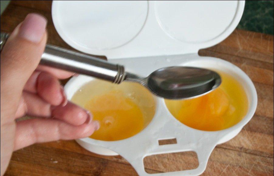 Зажарить яйцо в микроволновке — pic 8