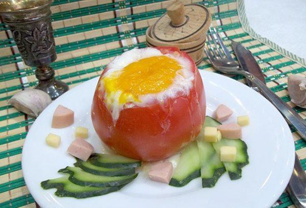 Яичница в помидоре